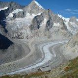 Oberaletschhütte mit Nesthorn im Hintergrund