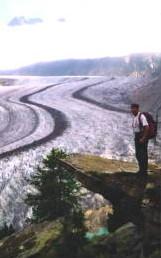 Stucky Peter vor dem Aletschgletscher,  Foto: Stefan Engler,  Badeburg
